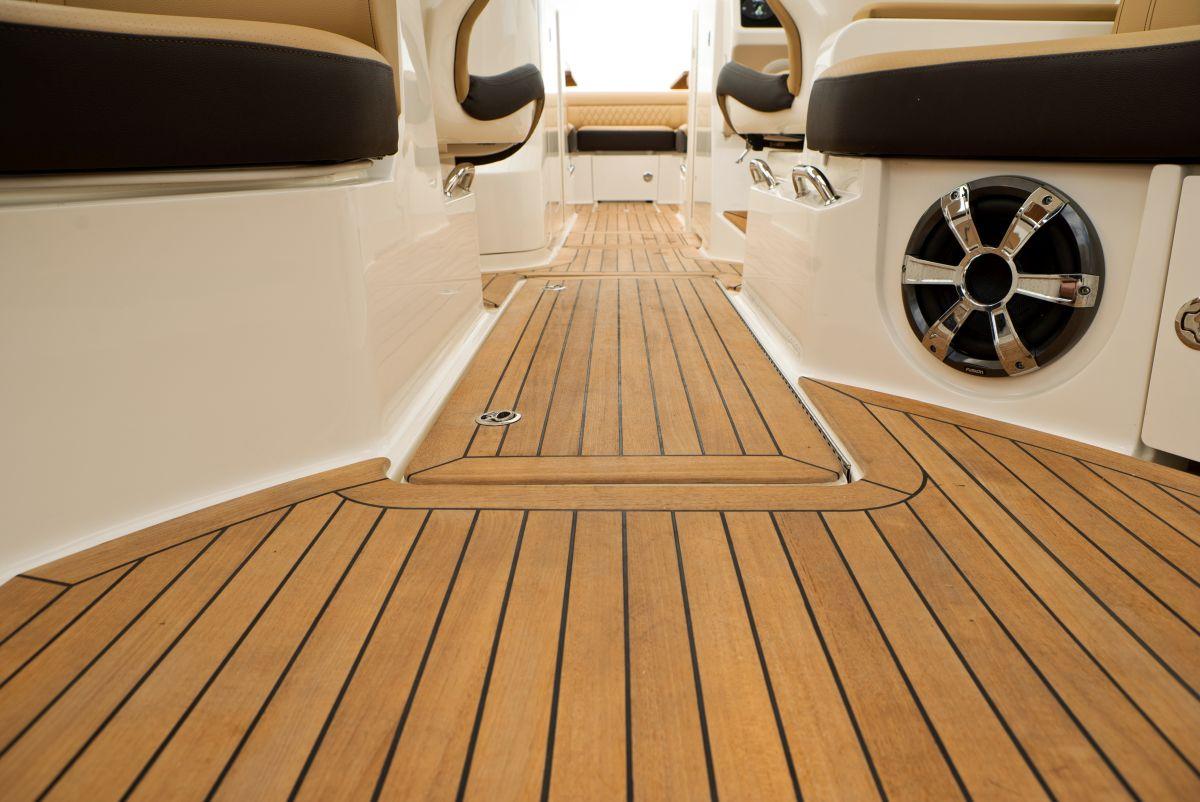 Discover The New Sea Ray Slx 350 Marina Marbella